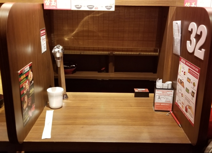 meja tanpa mangkok